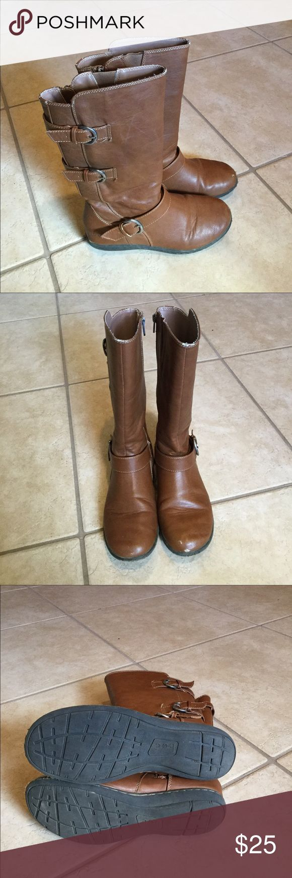 Girls Annette Boots As Cute As They Are Comfy, these b.o.c. Girls Brown Synthetic Boots Show slight signs of wear but are in overall great condition. See photo for slight toe scuffing. Look great with skirts, school uniforms, skinnies, etc! b.o.c. Shoes