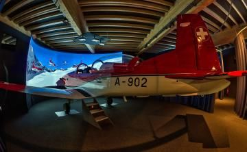 Weltweit einmaliger Pilatus PC-7 Flugsimulator! Wer (auch ohne Vorkenntnisse) mal in einem echten Pilatus PC-7 Flugzeug sitzen möchte und die Maschine virtuell in einer Staffel quer durch die Alpen fliegen möchte, der ist in diesem Simulator richtig. Buchungen ab sofort über htttp://www.flugsimulator-vergleich.de