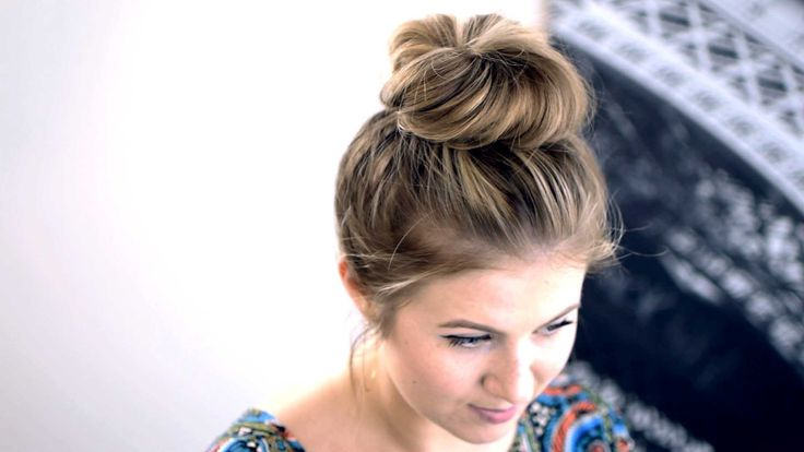 Some Amazing Tutorials About How to Do a Topknot