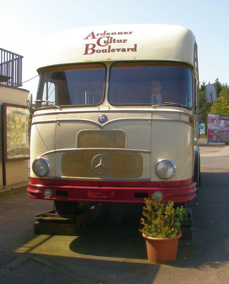 die besten 25 mercedes lkw ideen auf pinterest lkw camper mercedes benz bus und mercedes. Black Bedroom Furniture Sets. Home Design Ideas