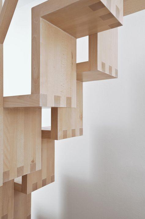Faltwerktreppe   Das versetzte Faltwerk ergibt eine Spartreppe, die eine gute Begehbarkeit auf einer sehr kleinen Grundfläche ermöglicht.