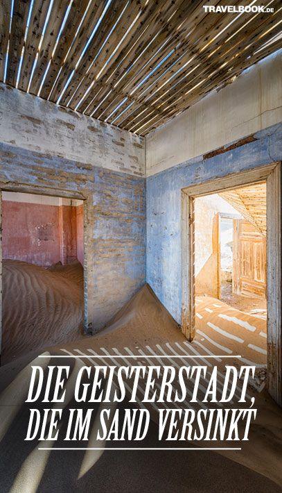 Das Städtchen Kolmannskuppe im Süden des heutigen Namibias galt einst als die reichste Stadt Afrikas. Doch der Reichtum währte nur kurz. Heute ist Kolmannskuppe eine Geisterstadt, die mehr und mehr von Sand verschluckt wird.  http://www.travelbook.de/welt/kolmannskuppe-in-namibia-die-geisterstadt-die-im-sand-versinkt-691280.html