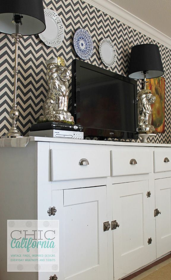 DIY faux wallpaper using just fabric and starch
