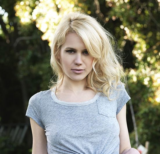 Kristen Hager Will Chew You Up And Spit You Out (4 Of 10