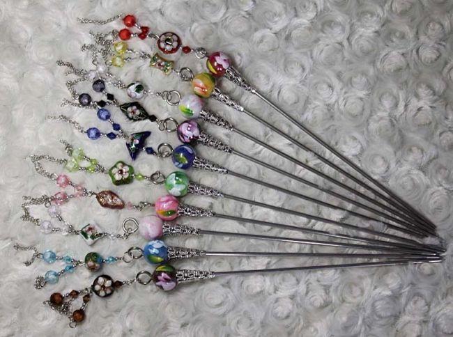 Яркие разноцветные японские палочки для украшения волос.