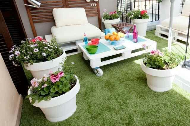 Terraza con muebles reciclados con Pallets.  Outdoors ...