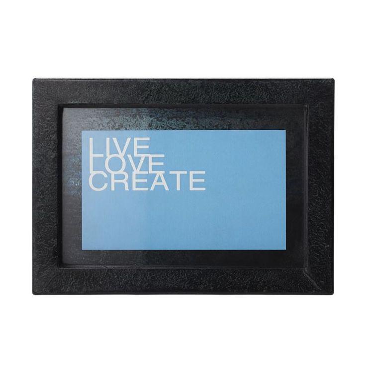 Alle fine billeder fortjener en fin ramme og en plads på væggen. Frame Fame serien har rammer i fire forskellige størrelser, så du lige kan finde den som passer til dit billede.