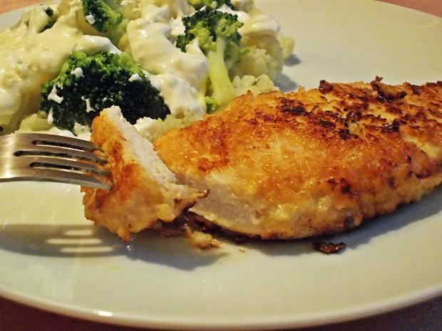Pierś z kurczaka panierowana kalafiorem. Smakuje wyśmienicie!