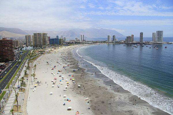 Playa Cavancha, Iquique Foto: Emol