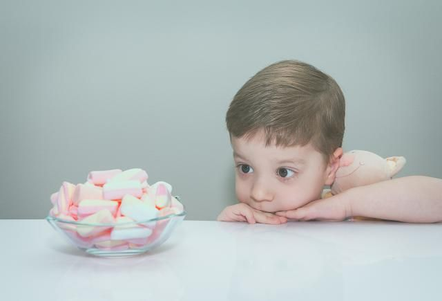 8 Interesting Social Psychology Experiments: The Marshmallow Test Experiment