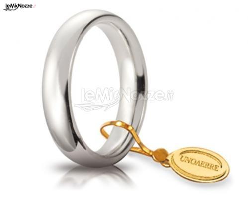 http://www.lemienozze.it/gallerie/foto-fedi-nuziali/img32243.html Delicata fede nuziale, modello classico, in oro bianco