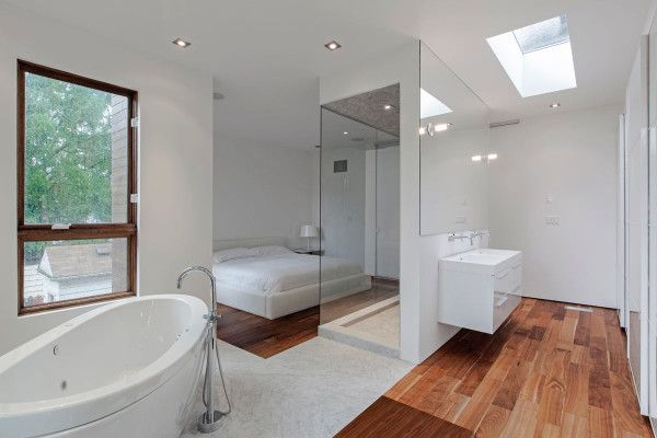 atelier rzlbd, headed by Reza Aliabadi, was tapped to design a modern and minimal home in Toronto that was anything but ordinary. That's the shower with clear glass windows at the end of the bed! Love it!!