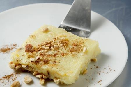 Χαλβάς με γάλα, πορτοκάλι και ξηρούς καρπούς - Chalvas with milk, orange and nuts