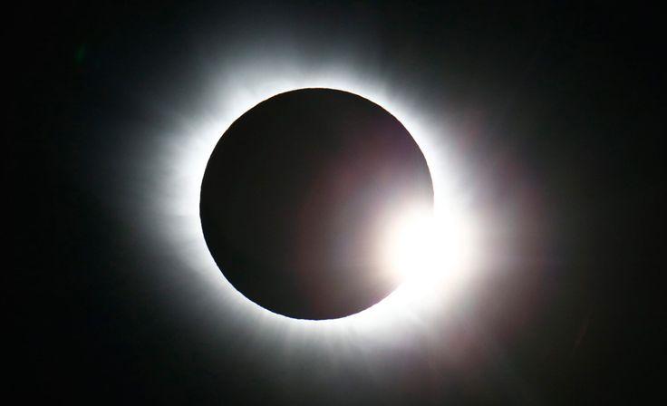 Auringonpimennys hurmasi ympäri maailman - katso henkeäsalpaavat kuvat - IL-TV