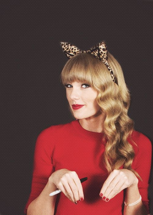 For those of you who don't reaaaaally like to dress up | Taylor Swift #HalloweenInspiration #CelebrityCostumes