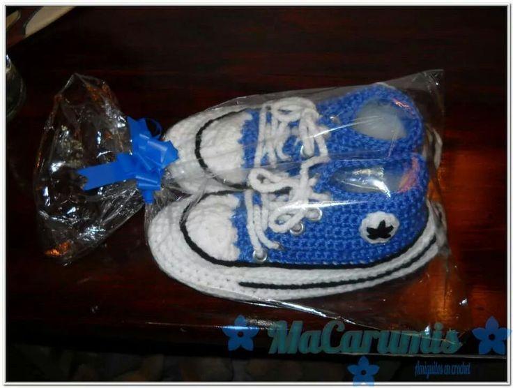 pantuflas/ botitas tipo converse All Star tejidas en crochet y suela de goma. Para niños y adultos... Encontrame en Facebook. Macarumis