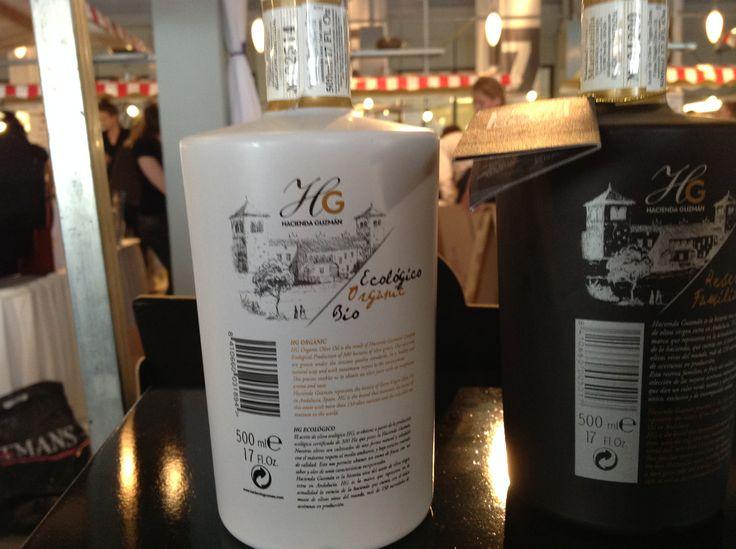 Biologische Olijfolie op de Culiperslunch. Er worden maar 10.000 flessen van gemaakt. Kwaliteit zit in een fles.