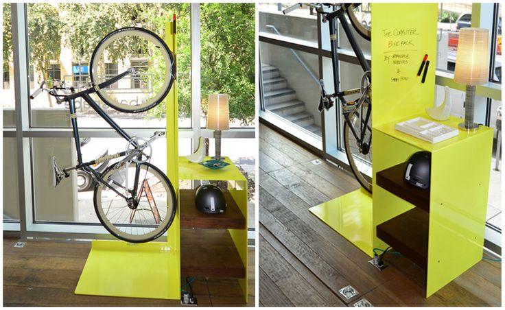 10 Gave manieren om je fiets thuis op te bergen - #10 Commuter Bike Rack  In samenwerking met Urbanspace #Interiors uit Austin ontwierpen Payam #Sarabi en Nihir #Shah de #Commuter #Bike #Rack. Dit opvallende #fietsenrek biedt overigens meer dan alleen plek voor je #fiets. Op de aaneengesloten #tafel en planken kun je je helm en andere (fiets)accessoires neerleggen.
