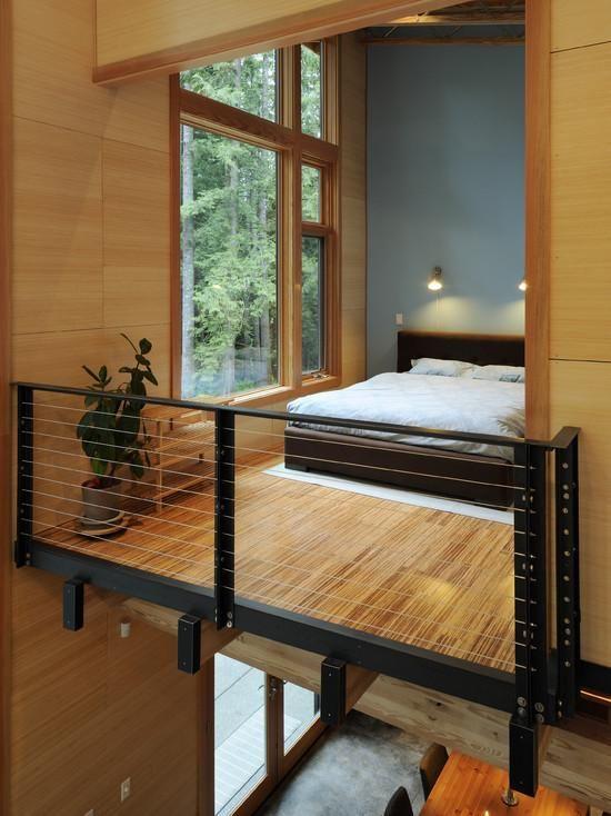 Loft com guarda corpo metálico e estrutura em madeira.  http://www.decorfacil.com/modelos-de-lofts-decorados/