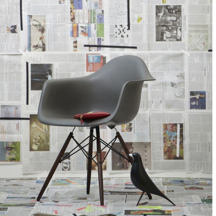 Vitra Eames Plastic Chair Armchair met Eames Bird. 80 best Eames Plastic Chair images on Pinterest   Plastic chairs