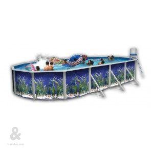 Piscina ovalada Toi Océano fabricada en acero, cubierta por una funda de polietileno de alta densidad y calidad fotográfica. Incluye escalera en acero inoxidable y sistema de filtración de arena. Disponible en diferentes medidas