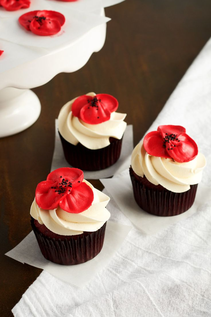 How to Make Beautiful Buttercream Poppy Flowers with Video   The Bearfoot Baker