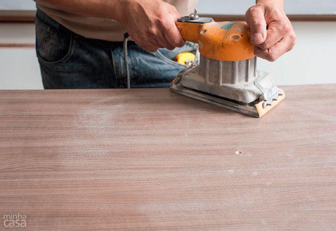 Passo a passo: aprenda a renovar móveis com laminado adesivo - Casa