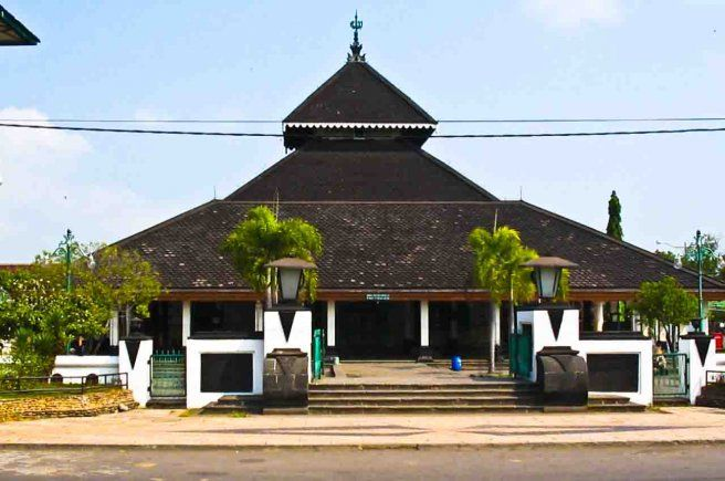 Masjid Agung Demak  is one of the oldest mosques in Indonesia, located in the center town of Demak, Central JavaIndonesia. The mosque is believed to be built by Sunan Kalijaga, one of the Wali Songo (nine Muslim saints) during the first Demak Sultanateruler, Raden Patah during the 15th century