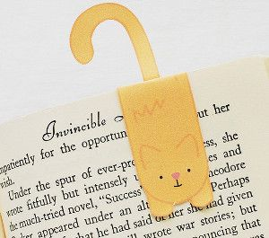 Cute Kitty Printable Bookmark -- This free printable bookmark is perfect for readers and cat-lovers,