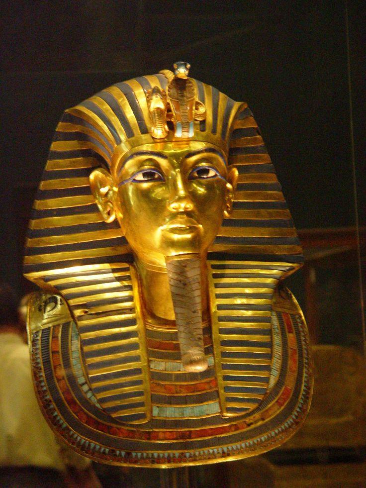 Tehnicamodernă a dezlegat un mister vechi de peste 3.000 de ani. O echipă de oameni de ştiintă, conduşi de directorul Consiliului Suprem al Antichităţilor Egiptene arheologul Zahi Hawas, a făcut radiologii şi a analizat ADN‑ul mumiei lui Tutankhamon.