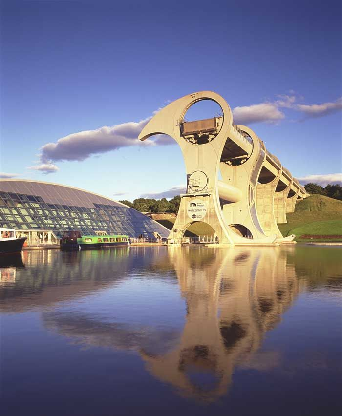 The incredible Falkirk Wheel, #Scotland More: http://www.glasgowarchitecture.co.uk/falkirk_wheel.htm
