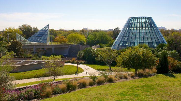 アメリカ、テキサス州サン アントニオの都心に位置するこの植物園は、ランチや散策、バードウォッチングを楽しむのにピッタリの憩いの場です。