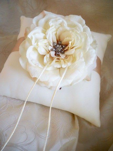 DIY Ring Bearer Pillow Tutorial & 25+ cute Ring bearer pillows ideas on Pinterest | Wedding ring ... pillowsntoast.com