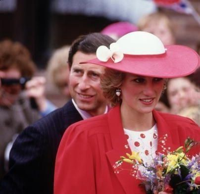 May 21 1985 Charles & Diana visit Tyne & Wear. During the day they went to Bridal Elegance at Houghton-le-Spring, then the Philadelphia Craft Workshops at Philadelphia, opened the Community Care Alarm System and attended a luncheon at the Sunderland Civic Centre. They visited the Banks of the Wear Cooperative Housing Services Ltd including the St. Vincent and Peel Street Housing Cooperative in Sunderland. Diana also alone met the St. Paul's Arrow Development Trust at St. Paul's Church in…