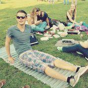 Een PSSSH! luchtbed in gebruik op een festival. Het is een van de campingattributen die One Nights Tent aan het produceren is