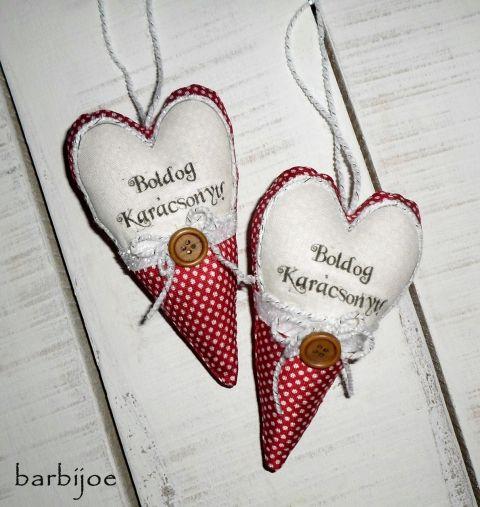 """""""Boldog Karácsonyt!"""",  feliratos szív függeszthető díszek, karácsonyfadíszek  , Dekoráció, Karácsonyi, adventi apróságok, Karácsonyfadísz, Karácsonyi dekoráció, Dekoratív, pöttyös, feliratos szívek. Elejét karácsonyi jókívánsággal, ezüst csillámos s..., Meska"""