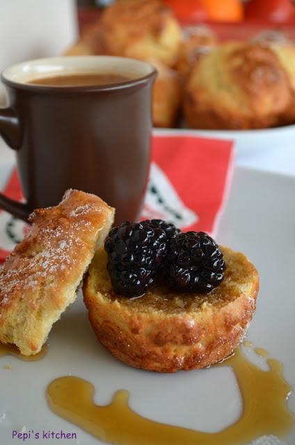 Μάφινς με σιρόπι σφενδάμου και μούρα http://pepiskitchen.blogspot.gr/2013/02/blog-post_4330.html