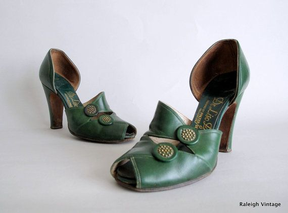 Vintage 1940s Shoes  40s Green Button Peep Toe by RaleighVintage
