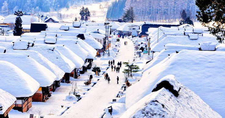 宿場町として江戸時代の姿をそのままに残す名所、「大内宿」。1年を通し多くの観光客が訪れる人気スポットですが、雪が積もる冬は一層美しいのです!30軒以上の茅葺き屋根の家が立ち並ぶ、風光明媚なその魅力をご紹介します。      気分は江戸時代!...
