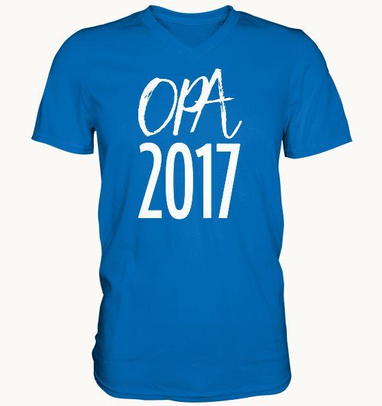 """Hier kannst Du Dir Dein """"Opa2017"""" T-Shirtkaufen! Dieses Teil ist nicht nur extrem trageangenehm und ein Hingucker, sondern auch sehr lustig anzuschauen. Erhältlich als: T-Shirt Hoodie Pullover V-Neck Shirt FÜR WEN?Sehr gut geeignet auch als Geschenk für Opasund Männer, die bald Großvaterwerden. SEHR KOMFORTABEL:Die Shirts, Hoodies & Pullover sind extrem komfortabel und angenehem zu tragen.Mach eszu Deinem täglichen Begleiter oder immer dann, wenn Du mit Deinem Enkel /..."""