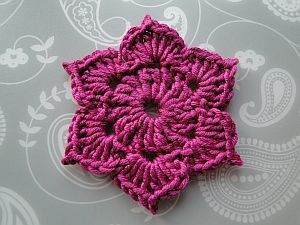 The 6 Petal Picot Flower by Claire from CrochetLeaf.com