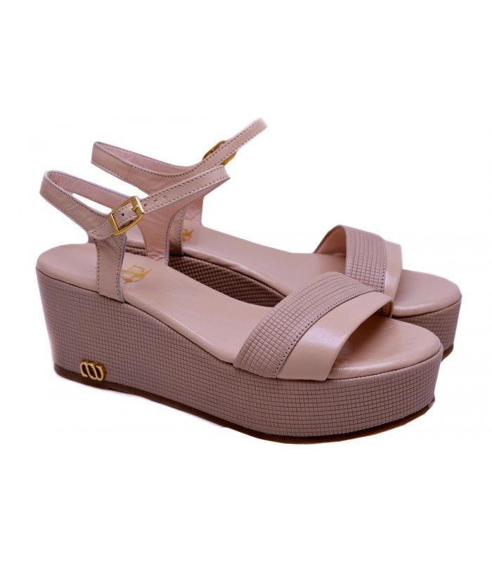 LEATHER WEDGE SANDALS DESIGNER LOU Stylish platform in nude leather,you can wear it from morning till night. AVAILABLE COLORS:NUDE BLACK