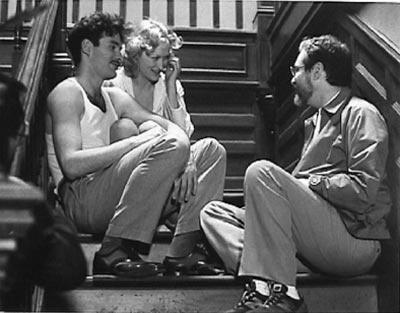 Kevin Kline, Meryl Streep and director/writer Alan J. Pakula on the set of «Sophie's Choice» (1982)
