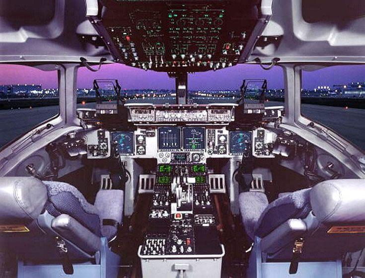 C-17 Globemaster Cockpit Photo | Miscellaneous | Cargo ...