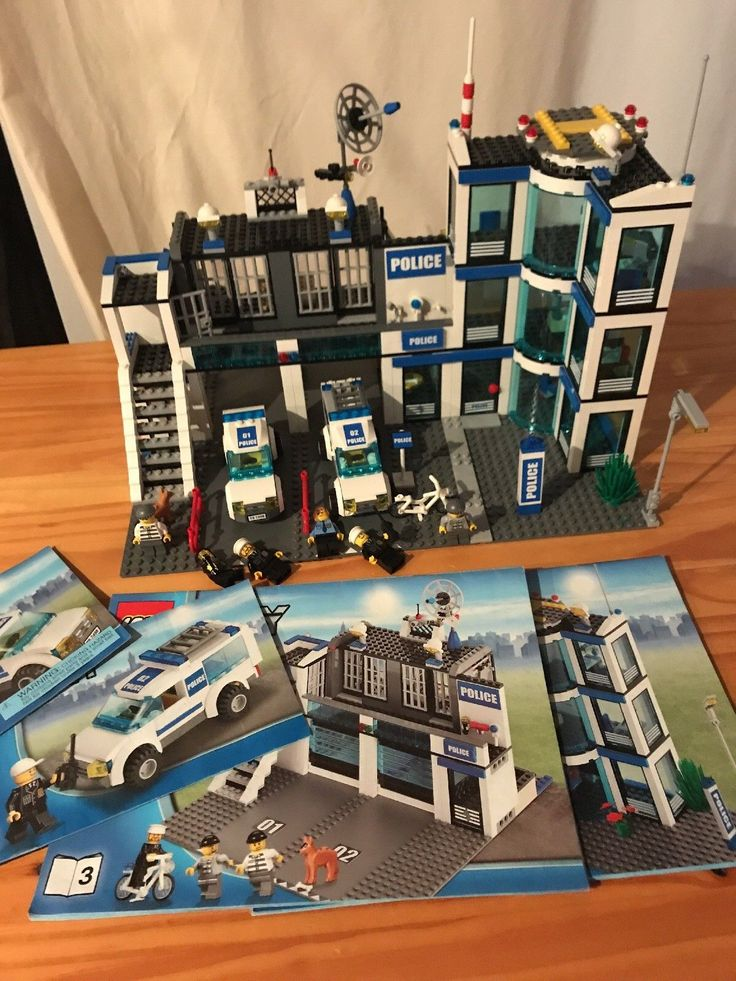 LEGO City Police Station (60047) Set with Instructions 99% Complete Retired Rare