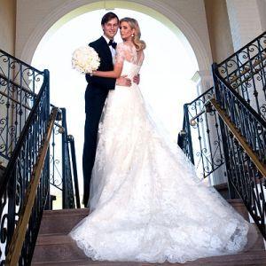 Gaseste cele mai bune rochii de mireasa.  Daca planuiti sa va casatoriti atunci cu siguranta veti dori sa vedeti noile tendinte.    In ultimii 10 ani rochiile fara bretele au dominat stilul rochilor de mireasa mai mult decat cele cu maneci.