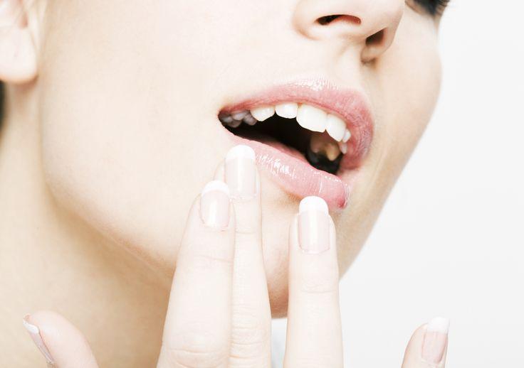 Dermatita periorală reprezintă o afecțiune dermatologică care se manifestă prin iritaţii, roșeață și papule pe bărbie şi în jurul gurii. Citește articolul pentru a afla care sunt cauzele acestei afecțiuni și cum se poate trata.