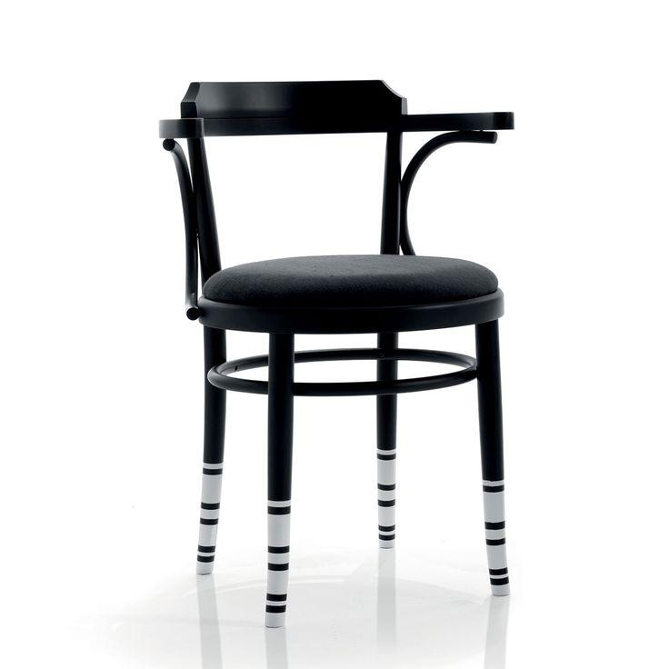 Air e' una moderna sedia in legno di faggio lavorato con braccioli. Le gambe unite da un listello circolare, la seduta imbottita e rivestita in prestigiosi tessuti, lo schienale sagomato. La collezione Be green di sedie e' completata dalla finitura Millerighe, in cui le gambe della sedia sono vestite da un calzino a righe