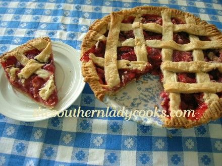 EASY STRAWBERRY PIE- 3 ingredients and the best strawberry pie ever!