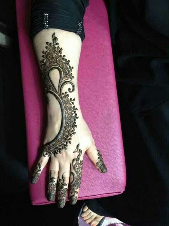 Modern and pretty. I like the work and the fingers, but not the henna on the nails. I personally don't want something this modern though. But it's a cool idea!